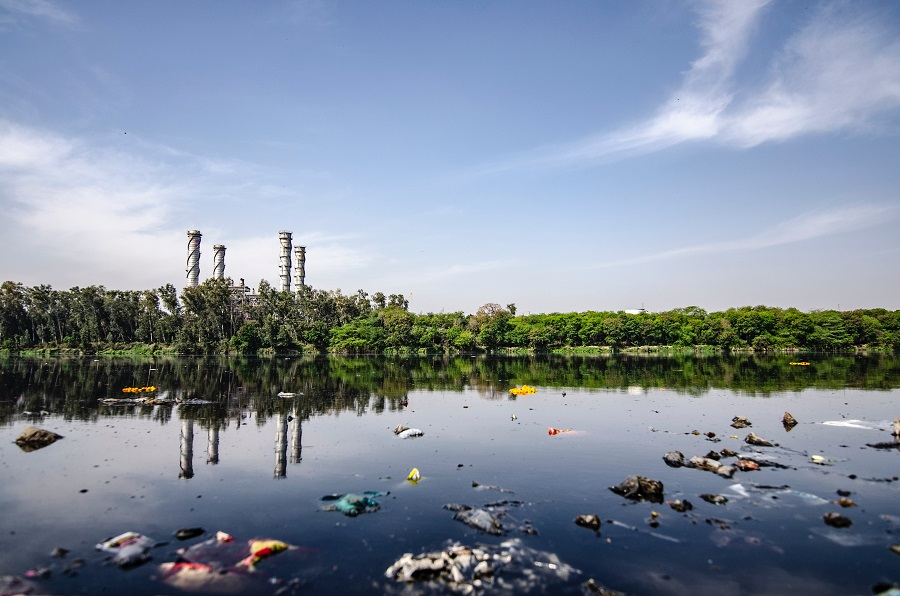 water contamination, waste dump in water