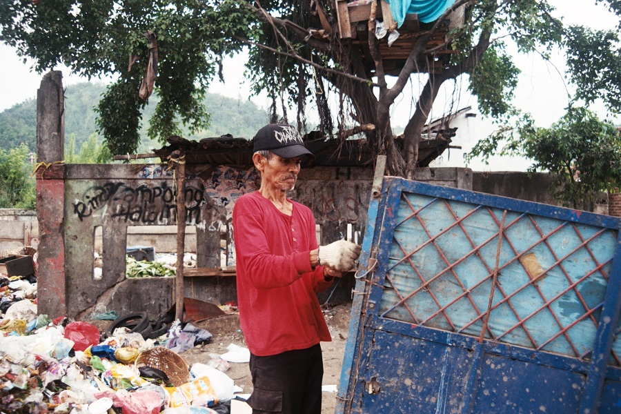human health risks due to poor waste management